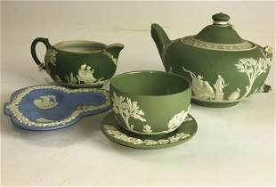 4 PIECE LOT GREEN AND WHITE WEDGEWOOD