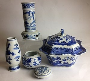 5 PIECE BLUE AND WHITE CHINESE PORCELAIN