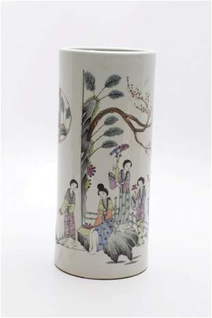 CHINESE PORCELAIN FAMILLE ROSE HAT STAND