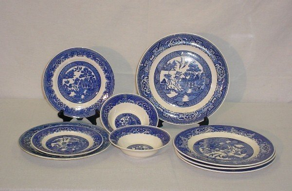 5: 9 Pieces Willow Ware various makers. Homer Laughlin,