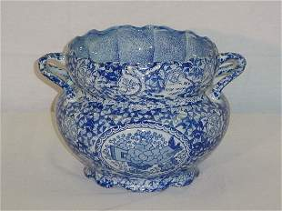 """Chinese Export porcelain two-handle vase. H: 7"""" D: 1"""