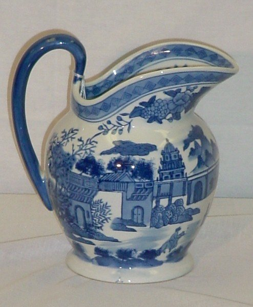 "9: Chinese Export porcelain pitcher. H: 9 3/4"" [50/100]"