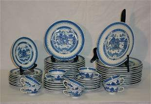 51 Pieces Chinese Export porcelain dinner service.