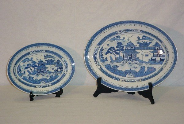 "12: 2 Chinese Export porcelain platters. 16"" x 12"", 12"""