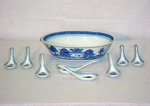 13: 9 Pieces Chinese Export porcelain. Serving bowl: 2