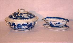 2 Pieces Chinese Export porcelain. Covered tureen