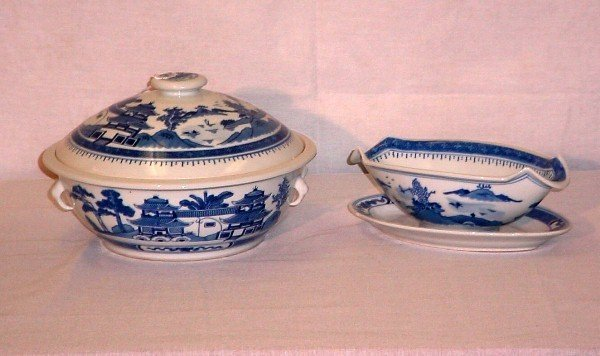 15: 2 Pieces Chinese Export porcelain. Covered tureen: