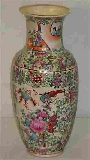 Chinese Export famille rose porcelain vase. H: 12 1