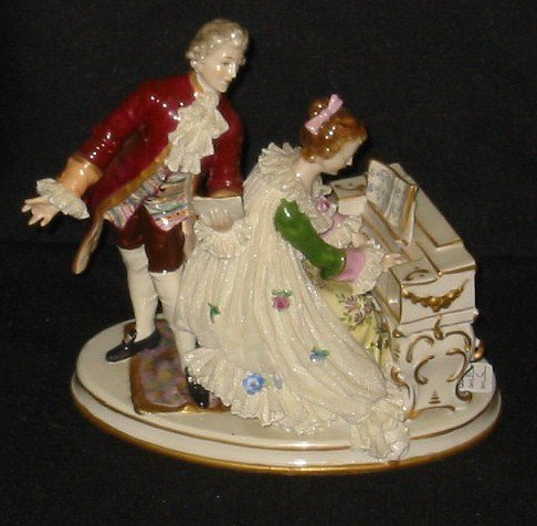 """6: Dresden style figural group. 8 x 8 1/2"""""""