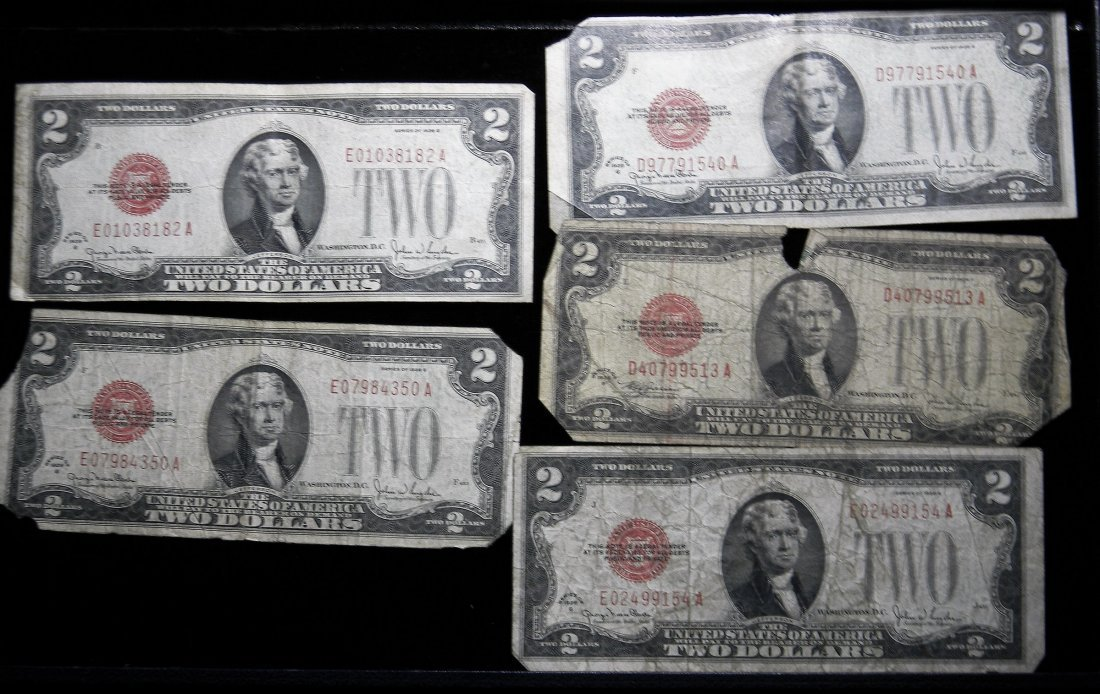 (5) 1928 U.S. Two Dollar Red Seal Notes