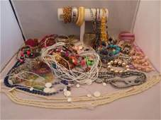 VINTAGE LOT OF MIXED COSTUME JEWLERY SOME SIGNED