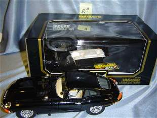 """Bburago 1961 Jaguar """"E"""" Cabriolet - black"""