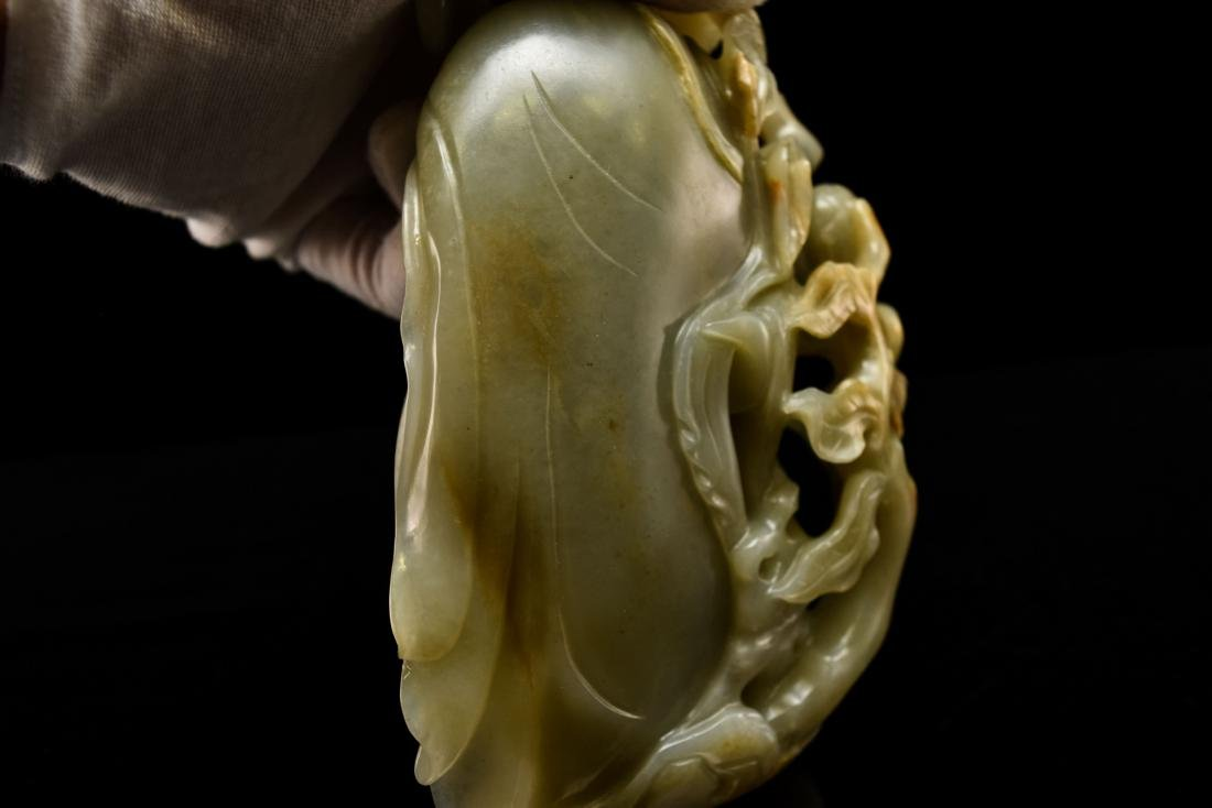 FINE CARVED CHINESE JADE OF SHUOLAO ON STAND - 17
