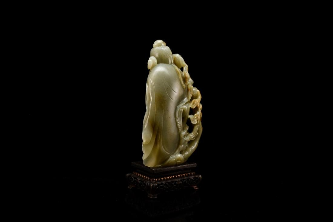 FINE CARVED CHINESE JADE OF SHUOLAO ON STAND - 4
