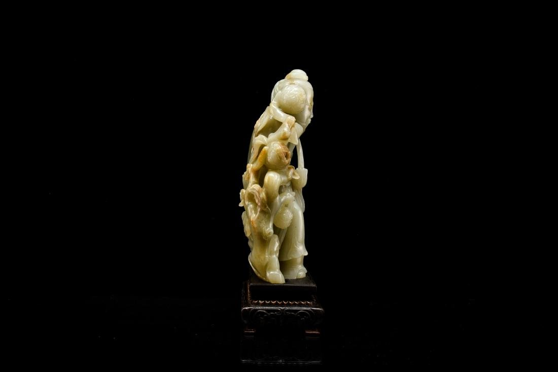 FINE CARVED CHINESE JADE OF SHUOLAO ON STAND - 7
