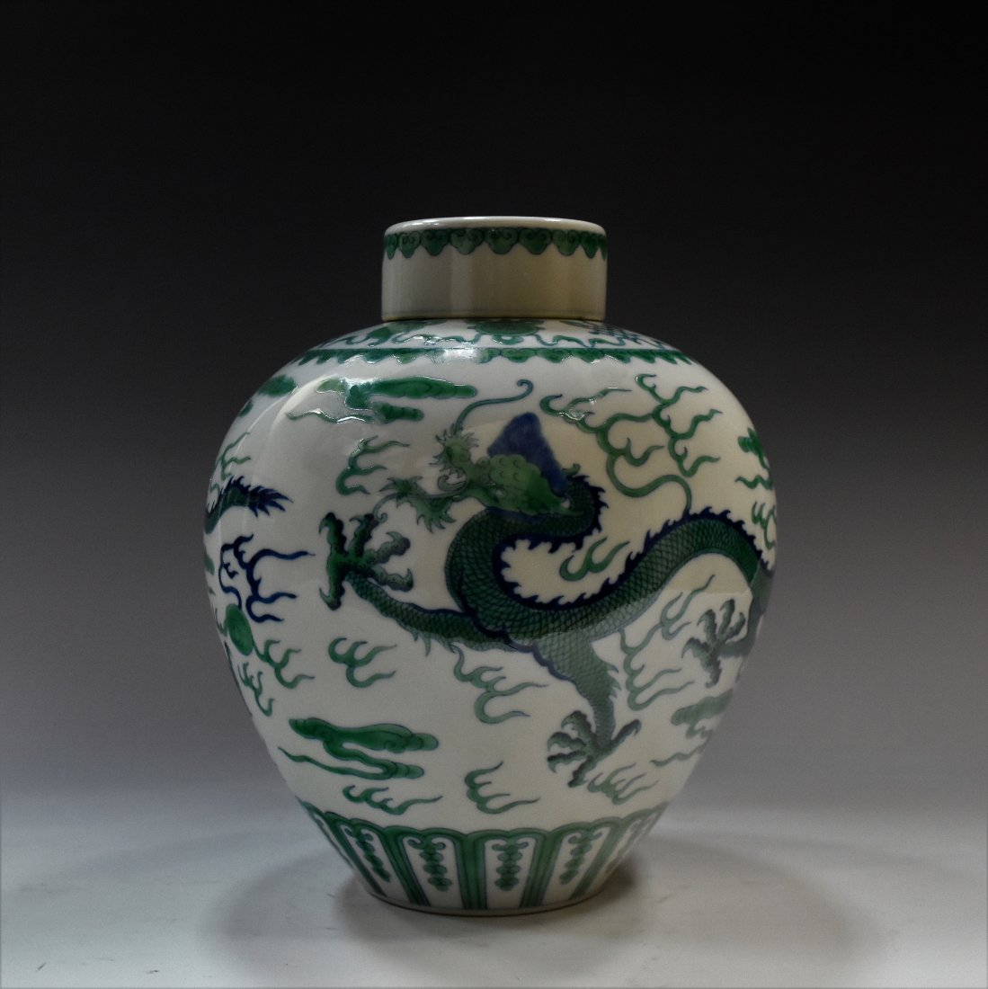 CHINESE FAMILLE VERDE DRAGON LIDDED GINGER JAR