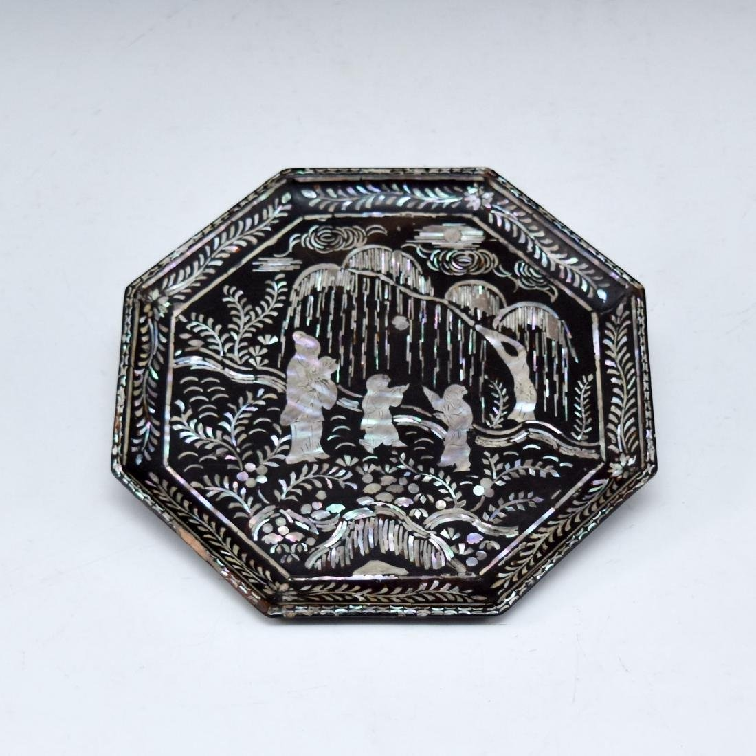 MOTHER OF PEARLS INLAID EBONY LACQUERED OCTAGONAL PLATE