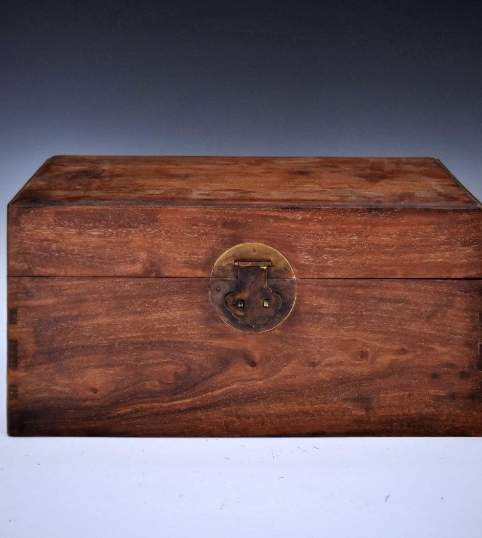 A FINE CHINESE HUANGHUALI STORAGE CHEST, YIXIANG
