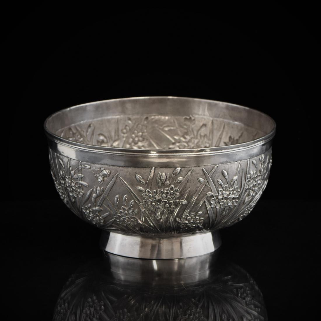 19/20TH C. CHINESE EXPORT SILVER FLORAL REPOUSSE BOWL