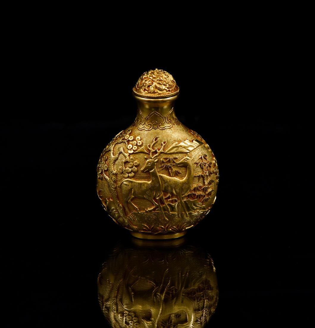 18TH C QIANLONG SOLID GOLD SNUFF BOTTLE IN DEER RELIEF
