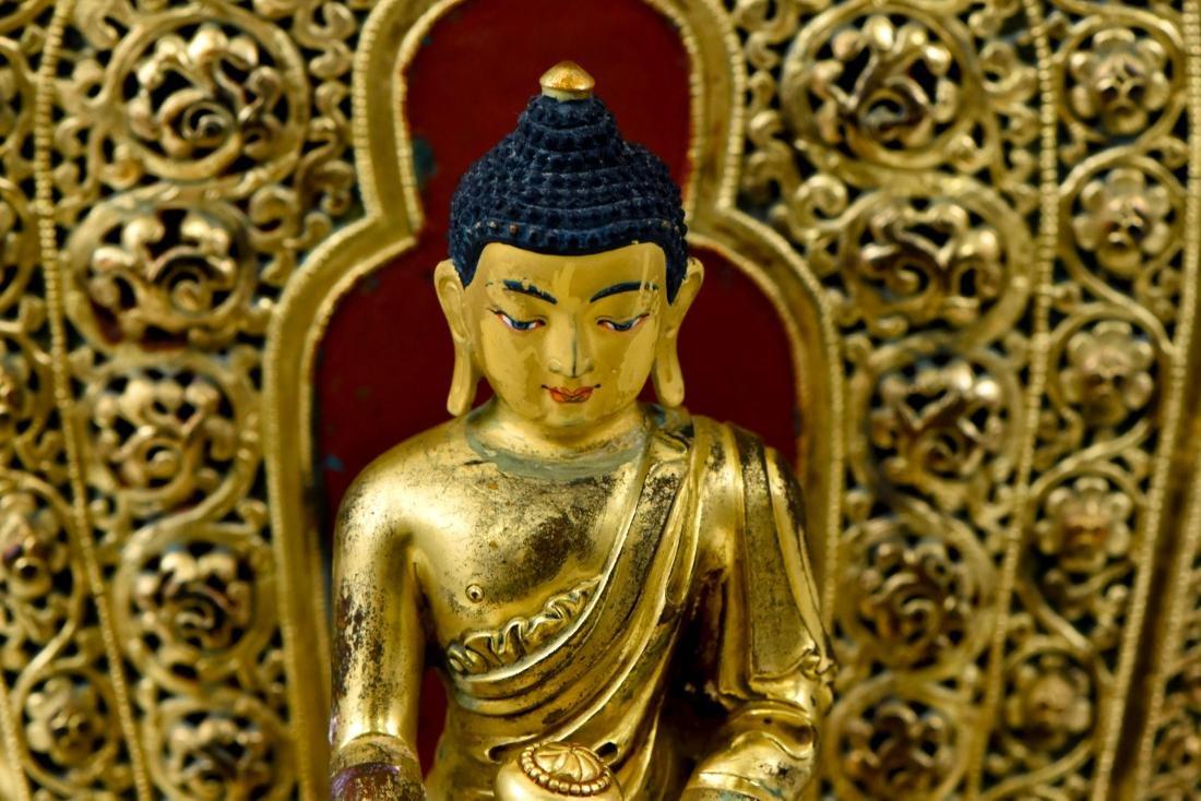MING YONGLE GILT BRONZE BUDDHA WITH AUREOLA - 8