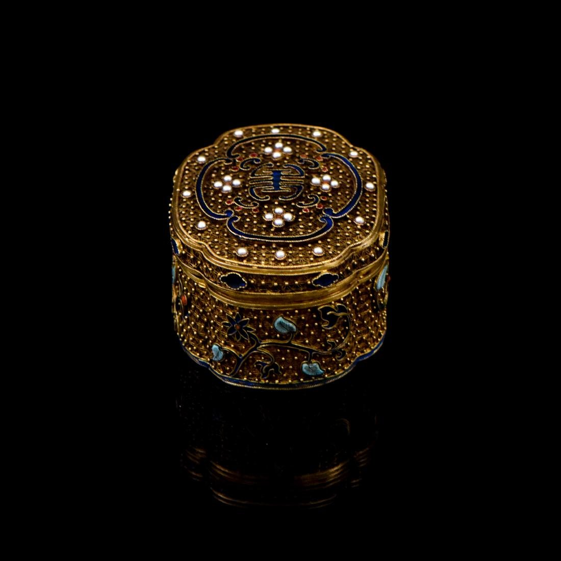 IMPORTANT CHENXIANG WOOD BEADS IN FILIGREE BOX - 10