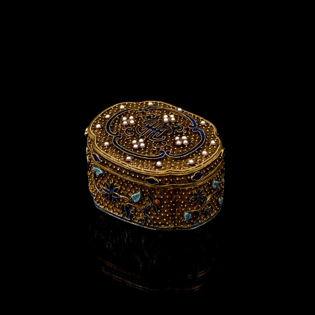 IMPORTANT CHENXIANG WOOD BEADS IN FILIGREE BOX - 5