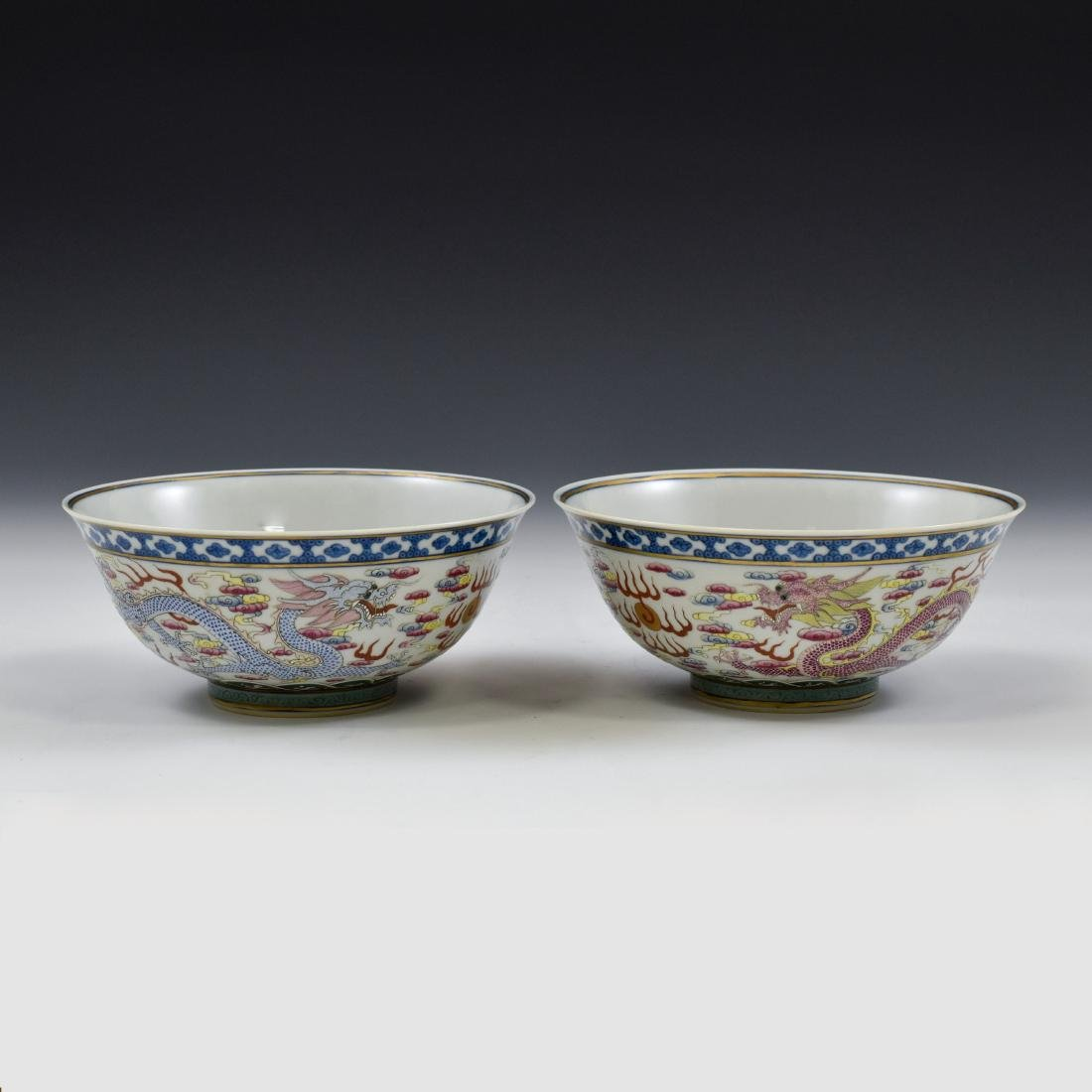PAIR OF FAMILLE ROSE DRAGON BOWLS