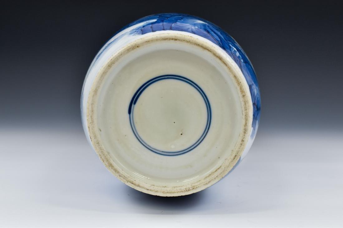 BATTLE SCENE THEMED BLUE & WHITE ROULEAU VASE - 6