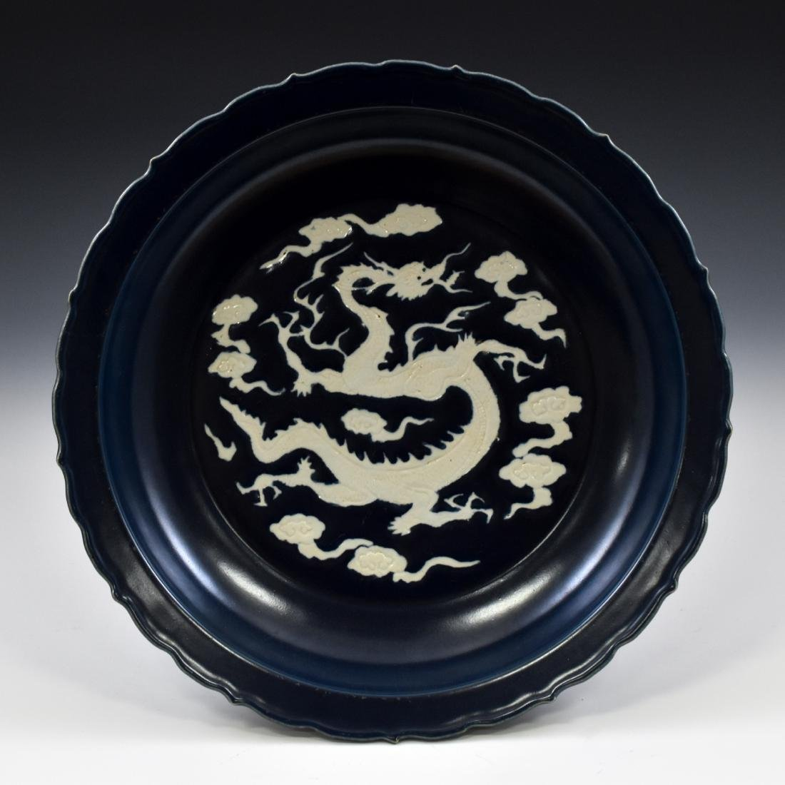 MAGNIFICENT MING REVERSED BLUE BARBED RIM DRAGON PLATE
