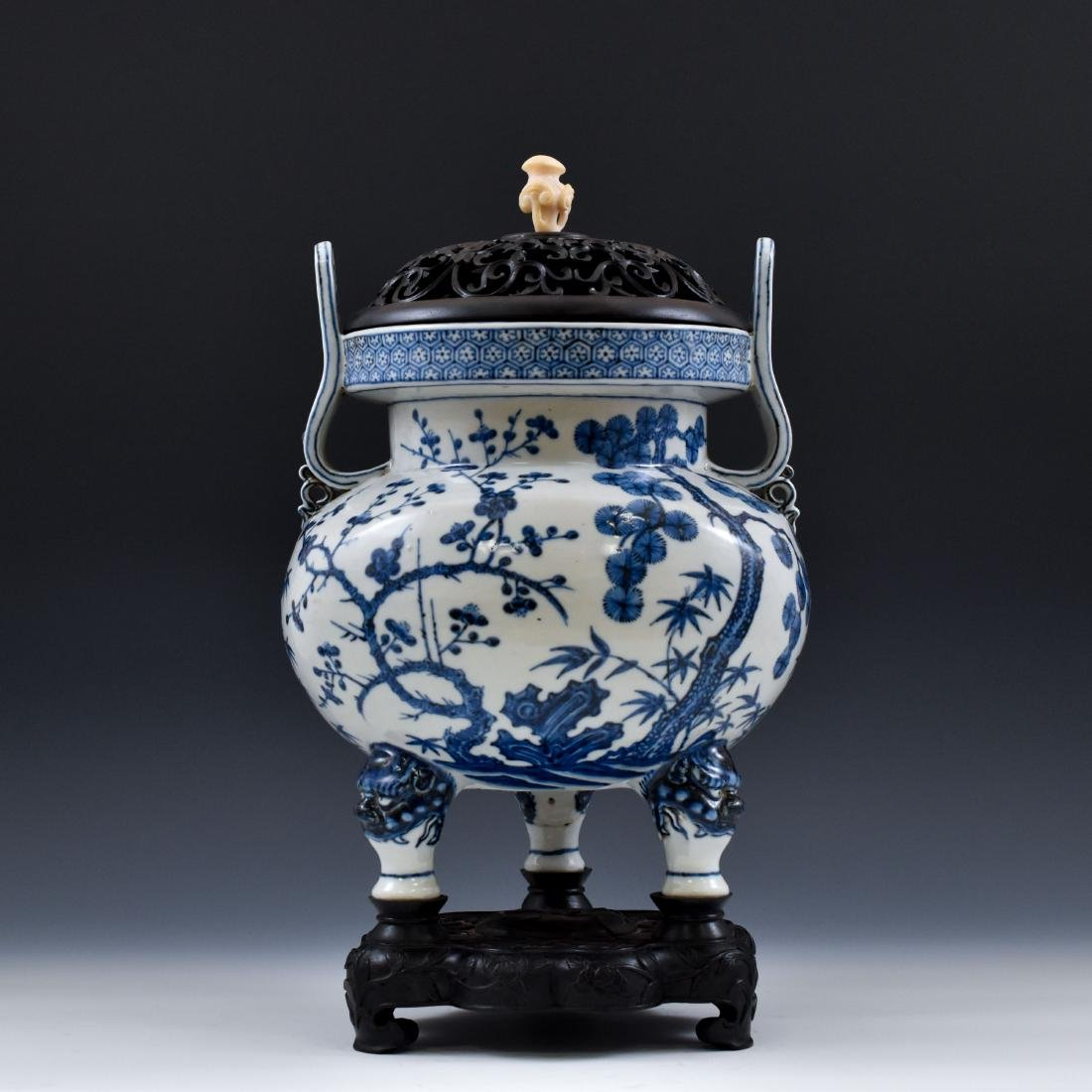 MING BLUE & WHITE TRIPOD CENSER WITH JADE FINIAL ON