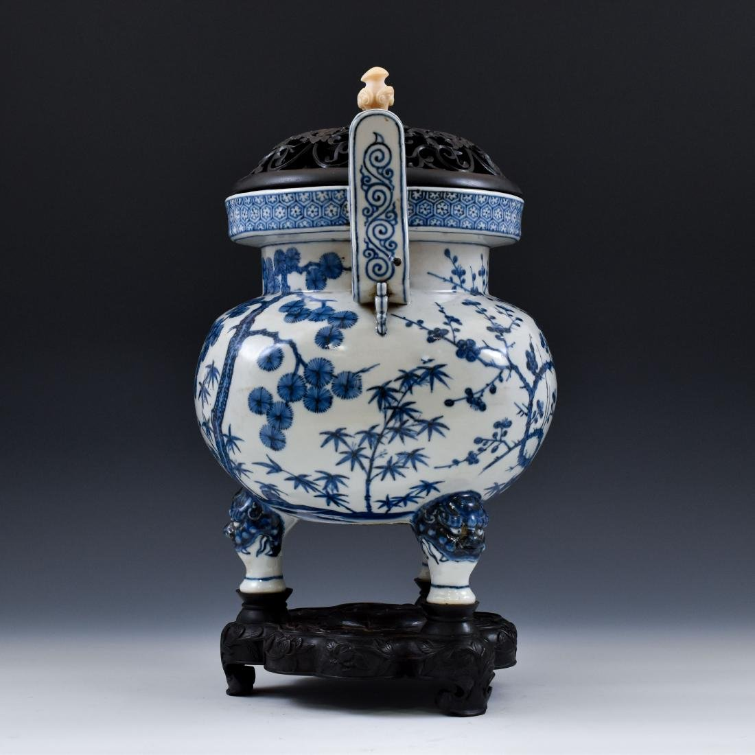 MING BLUE & WHITE TRIPOD CENSER WITH JADE FINIAL ON - 2