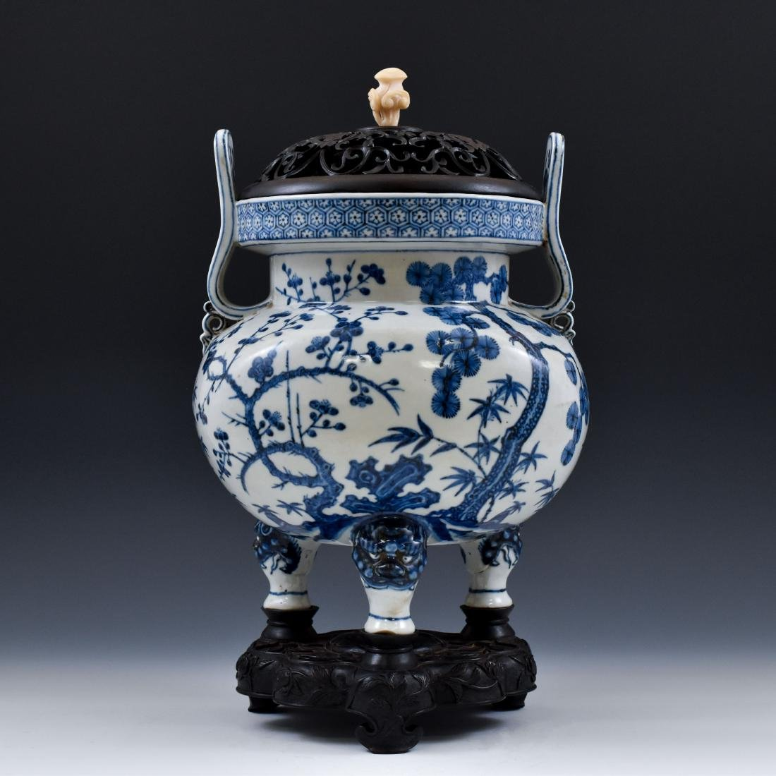 MING BLUE & WHITE TRIPOD CENSER WITH JADE FINIAL ON - 3