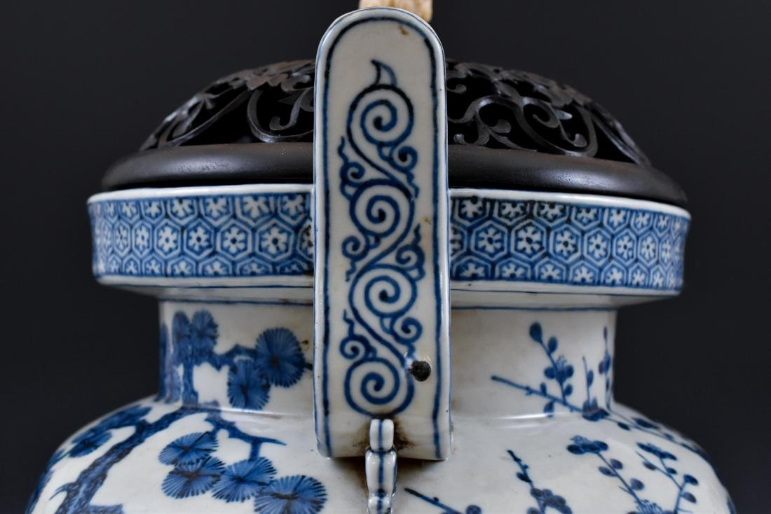 MING BLUE & WHITE TRIPOD CENSER WITH JADE FINIAL ON - 5