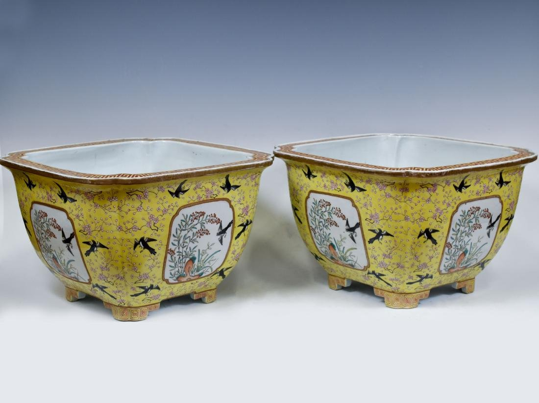 19TH C PAIR OF CHINESE PORCELAIN PLANT POTS - 2
