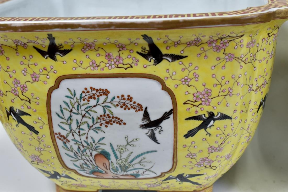 19TH C PAIR OF CHINESE PORCELAIN PLANT POTS - 4