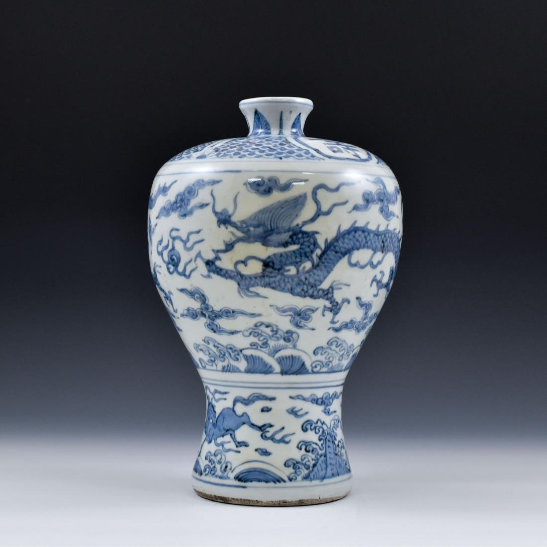 CHINESE MING BLUE & WHITE DRAGON MEIPING VASE