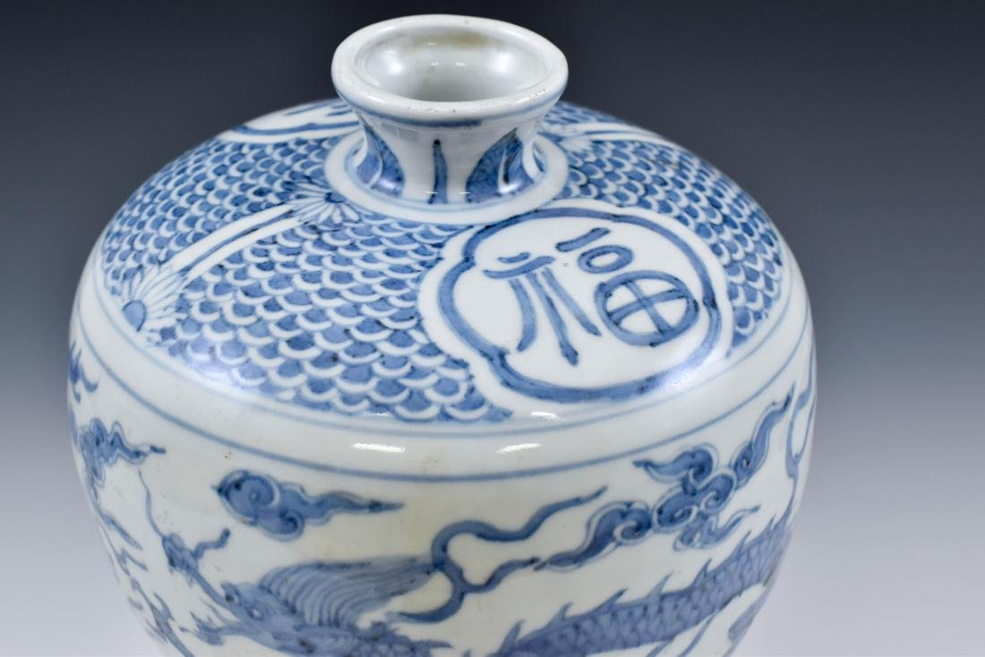CHINESE MING BLUE & WHITE DRAGON MEIPING VASE - 6