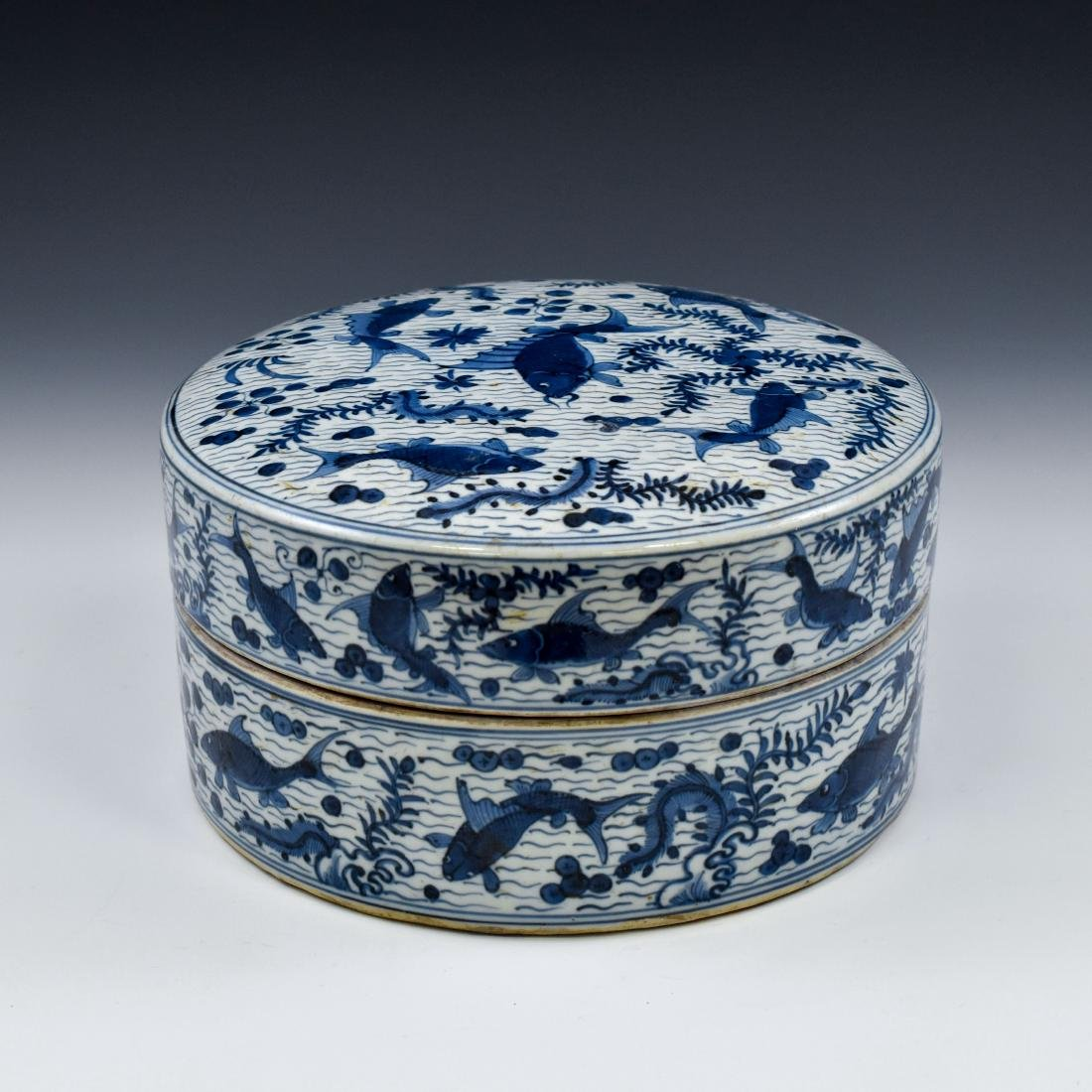 MING BLUE & WHITE ROUND PORCELAIN BOX