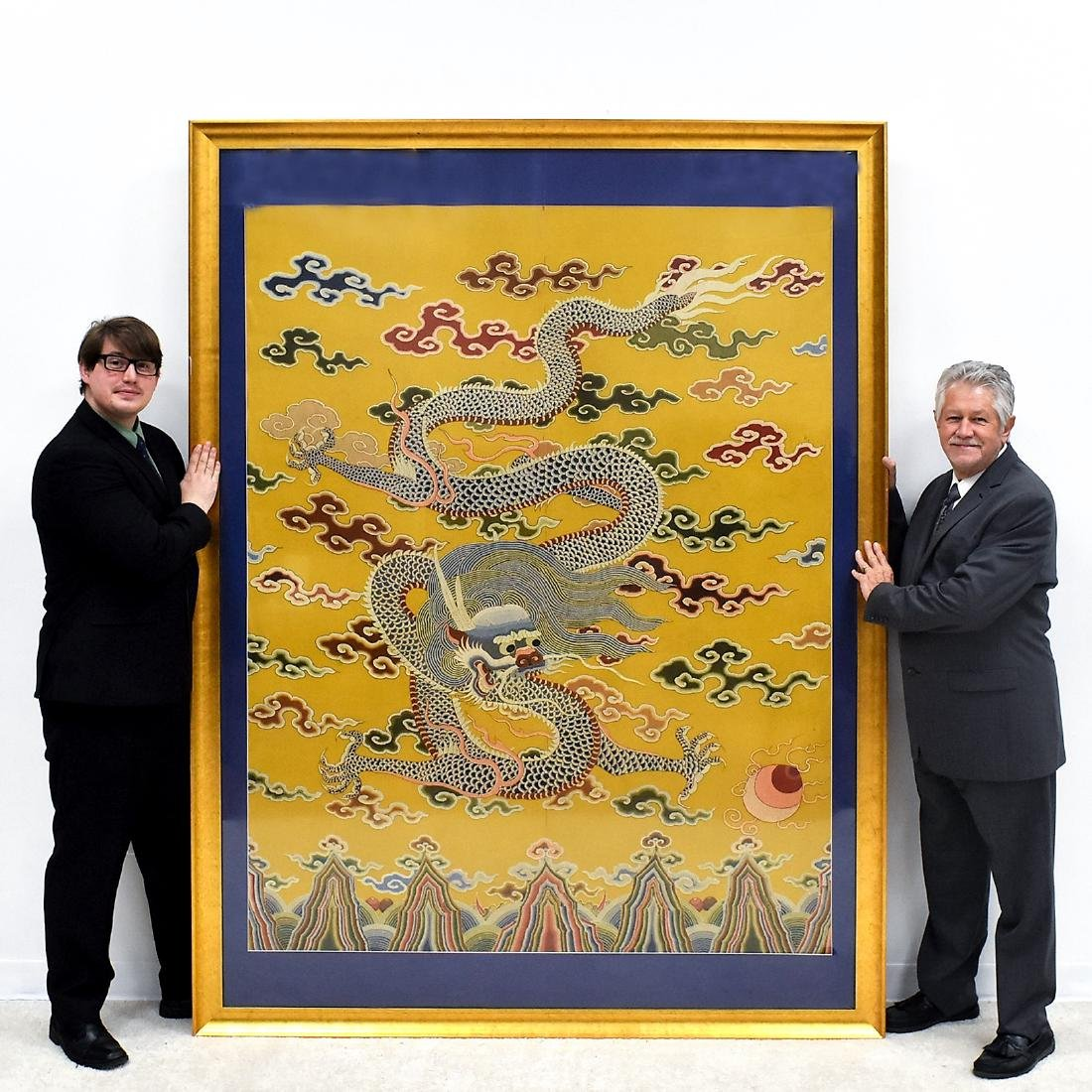 18TH/19TH C FRAMED CHINESE EMBROIDERY DRAGON SILK PANEL