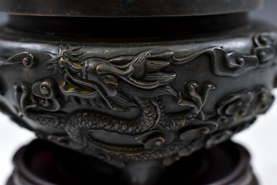 MING BRONZE DRAGON TRIPOD CENSER WITH JADE FINIAL - 6