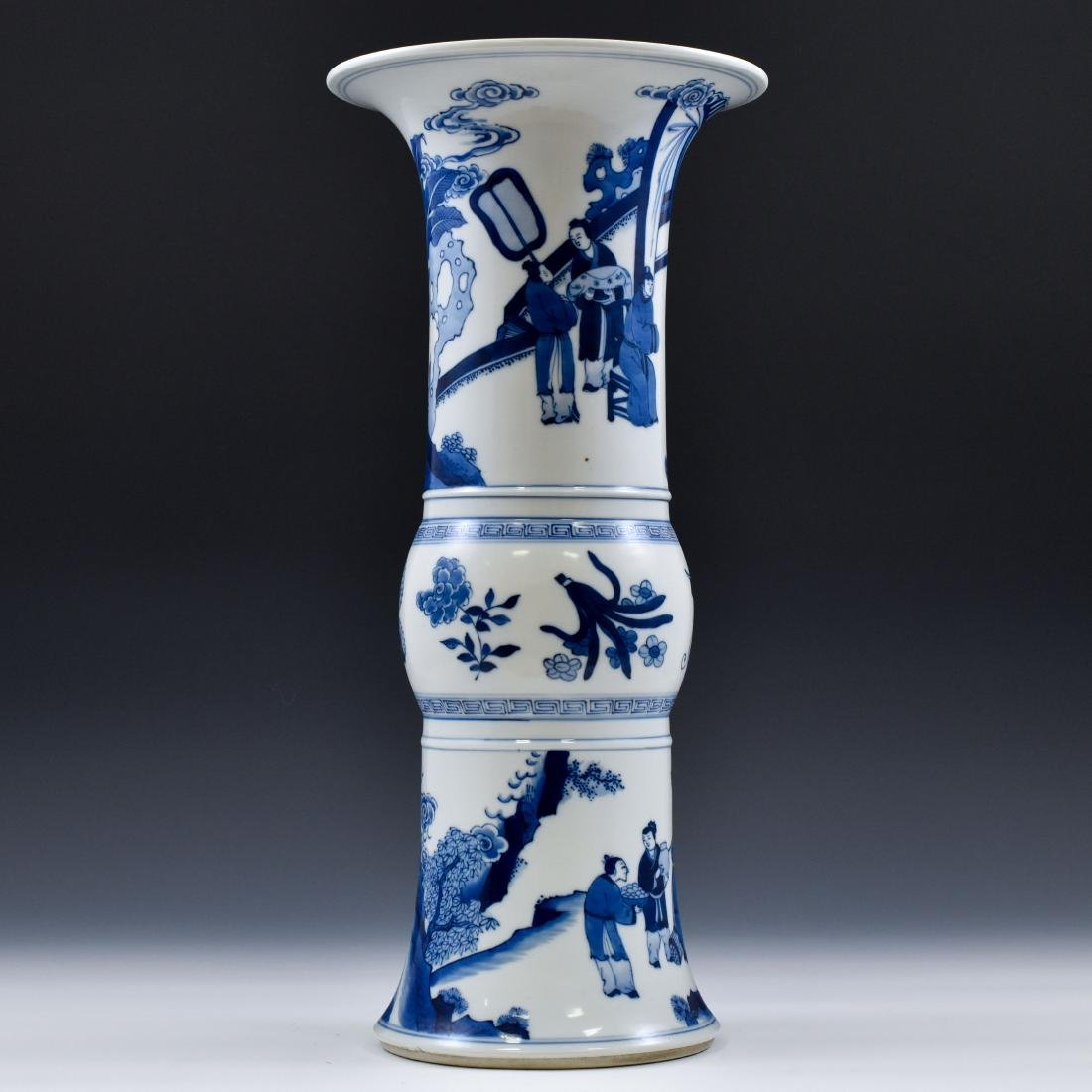 FINE CHINESE BLUE & WHITE PORCELAIN GU VASE