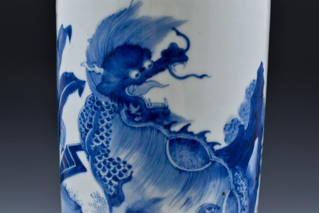 FINE BLUE AND WHITE ELEPHANT LEG VASE - 9