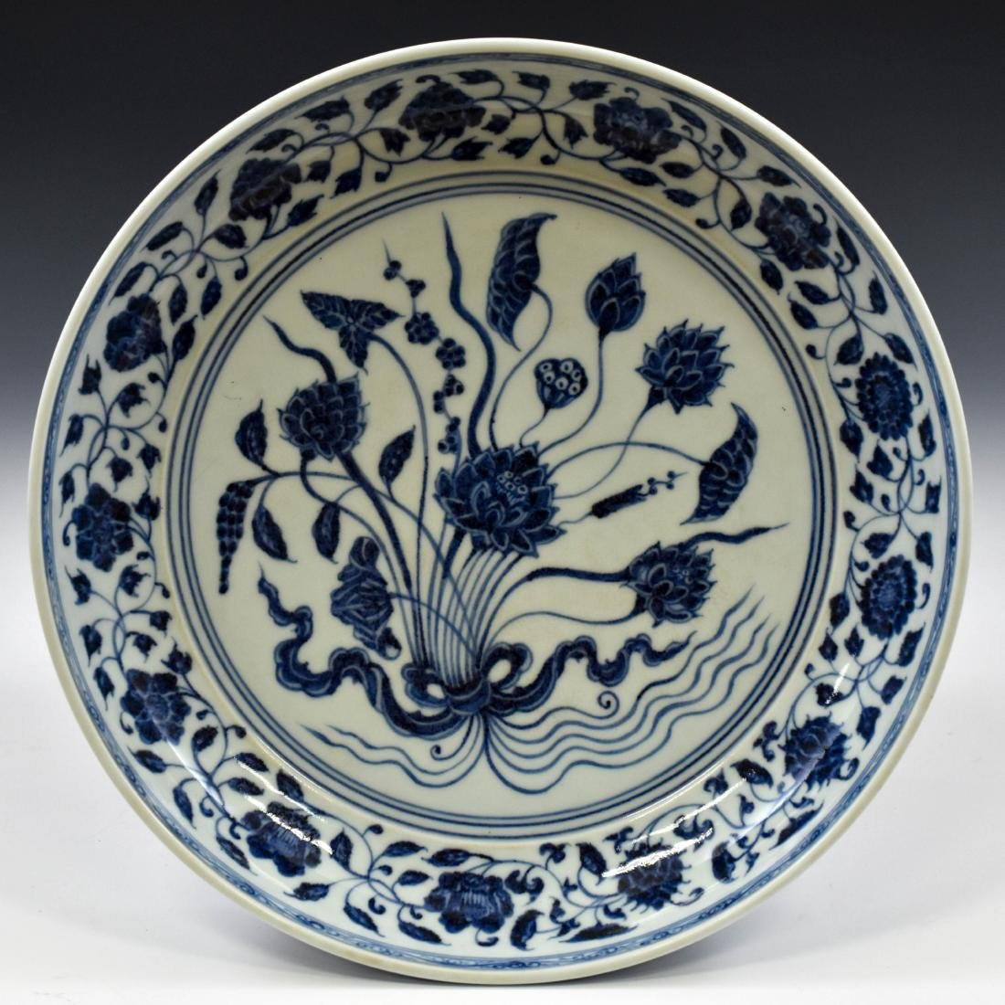 A FINE MING BLUE AND WHITE LOTUS PLATE