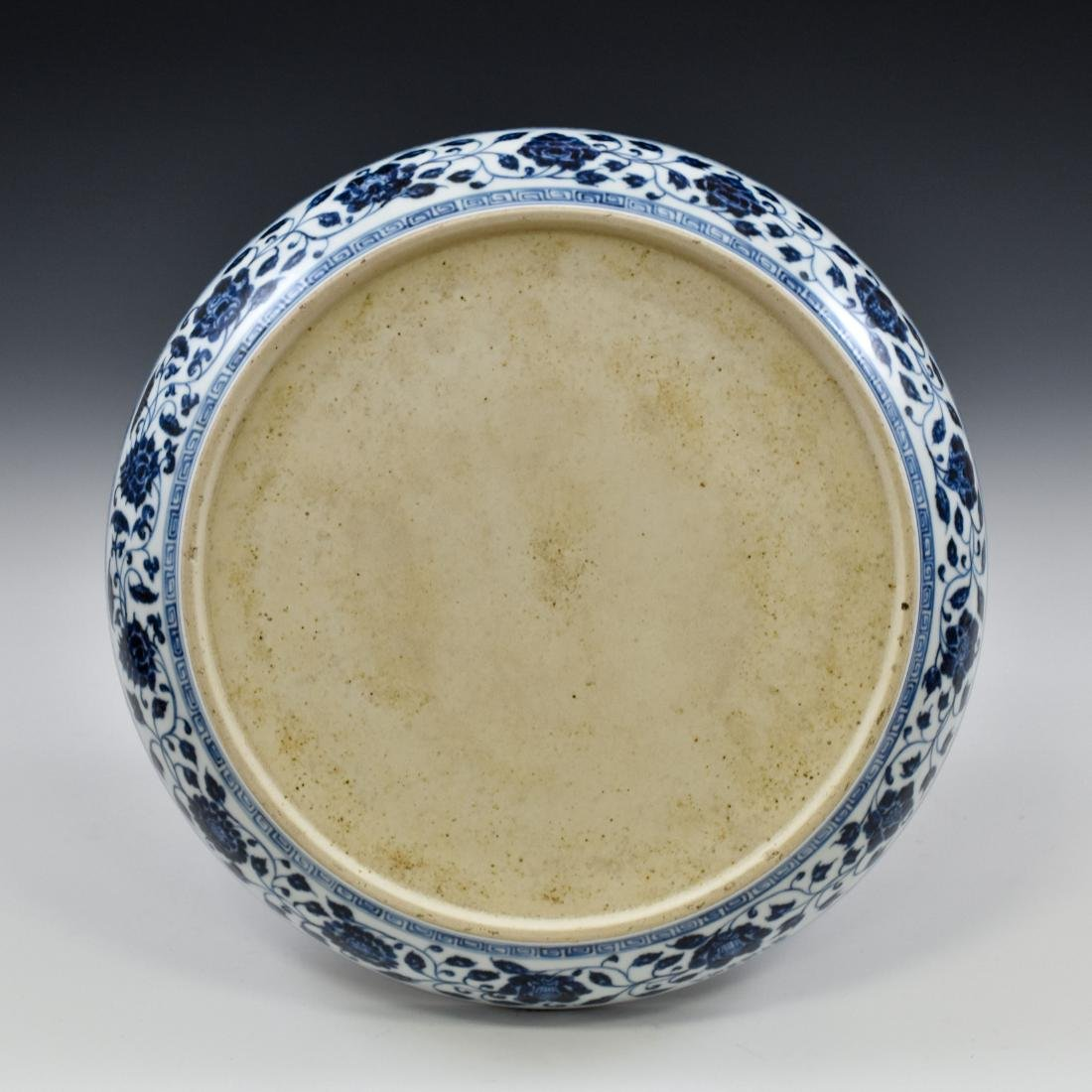 A FINE MING BLUE AND WHITE LOTUS PLATE - 2