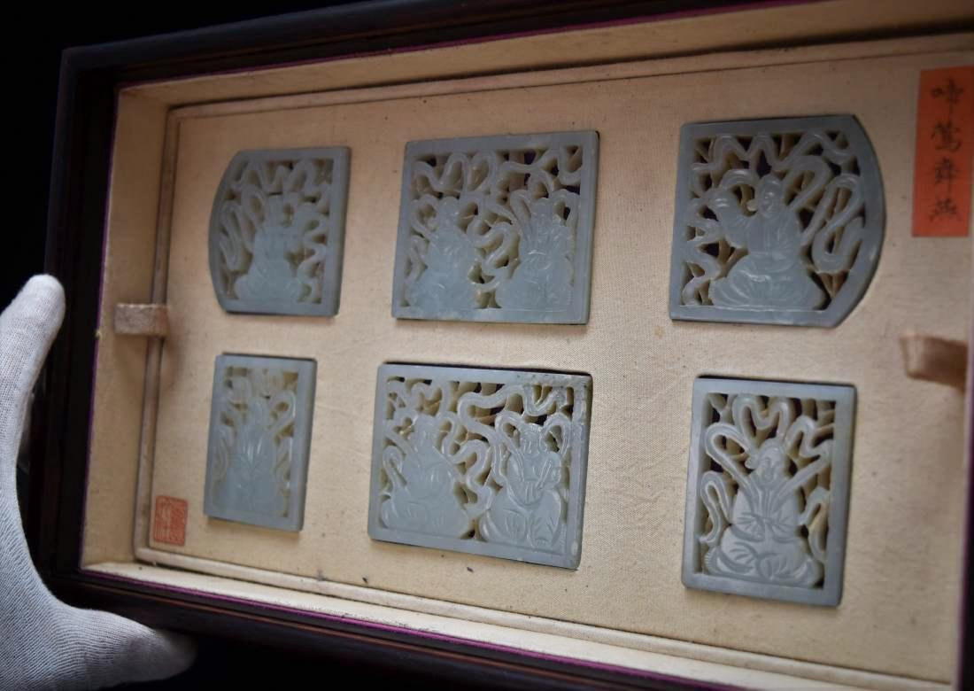 SET OF 13 CARVED JADE MEDALIONS AND PLAQUES IN A BOX - 5