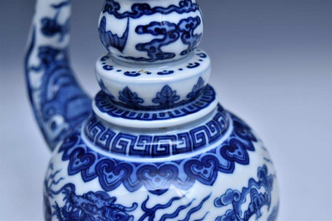 BLUE & WHITE DRAGON TEAPOT WITH POTRUDING GRAIN MOTIF - 10