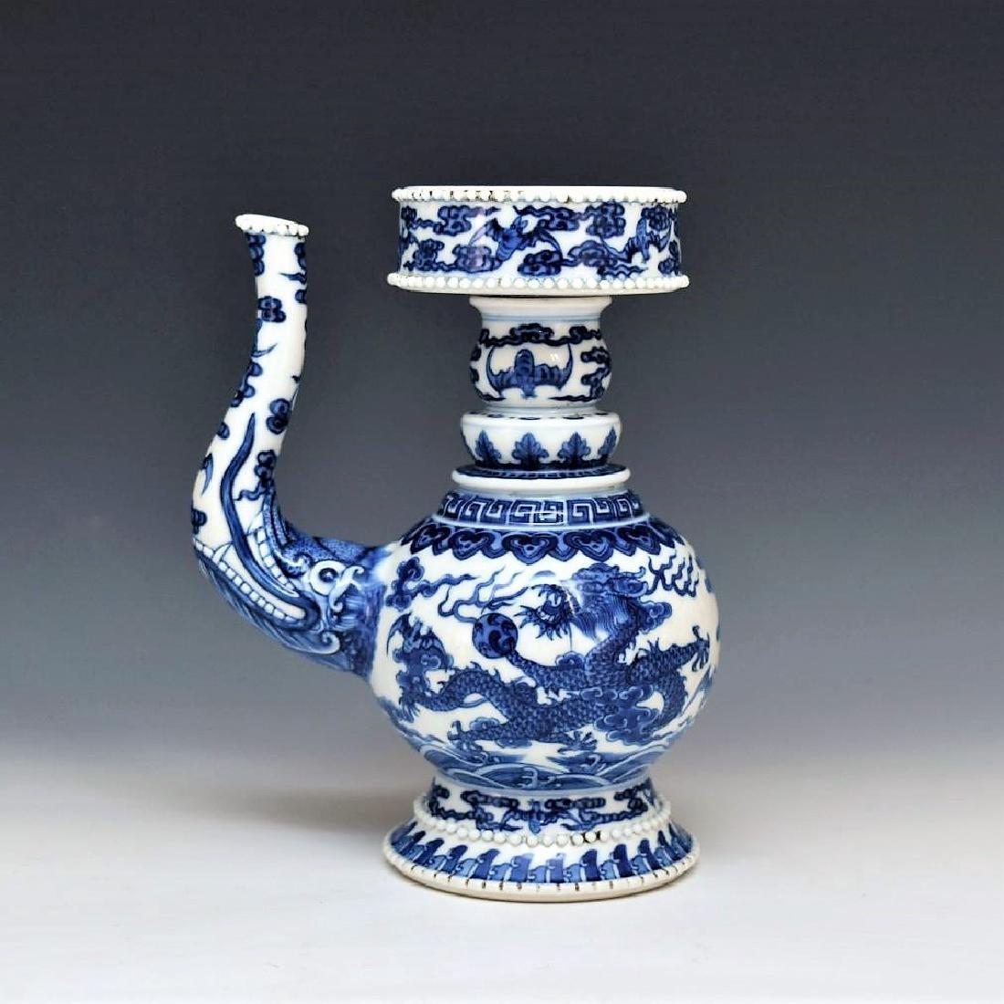 BLUE & WHITE DRAGON TEAPOT WITH POTRUDING GRAIN MOTIF