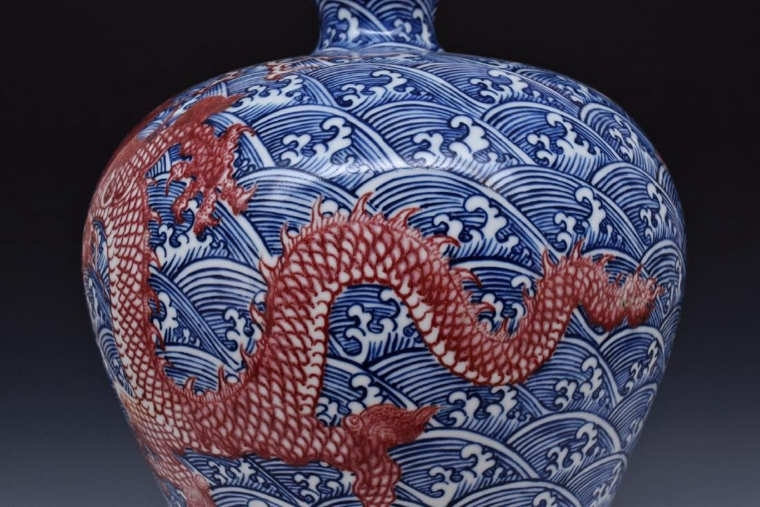 RED DRAGON ON BLUE & WHITE MEIPING VASE ON STAND - 10