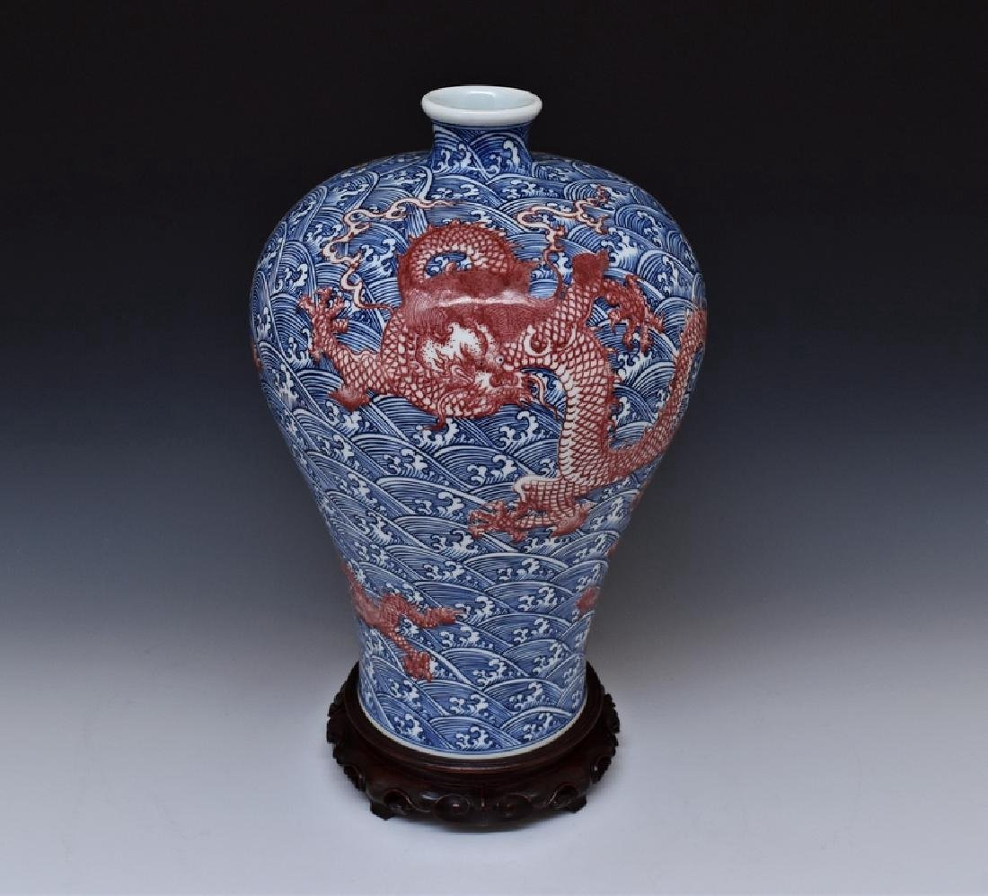 RED DRAGON ON BLUE & WHITE MEIPING VASE ON STAND - 2